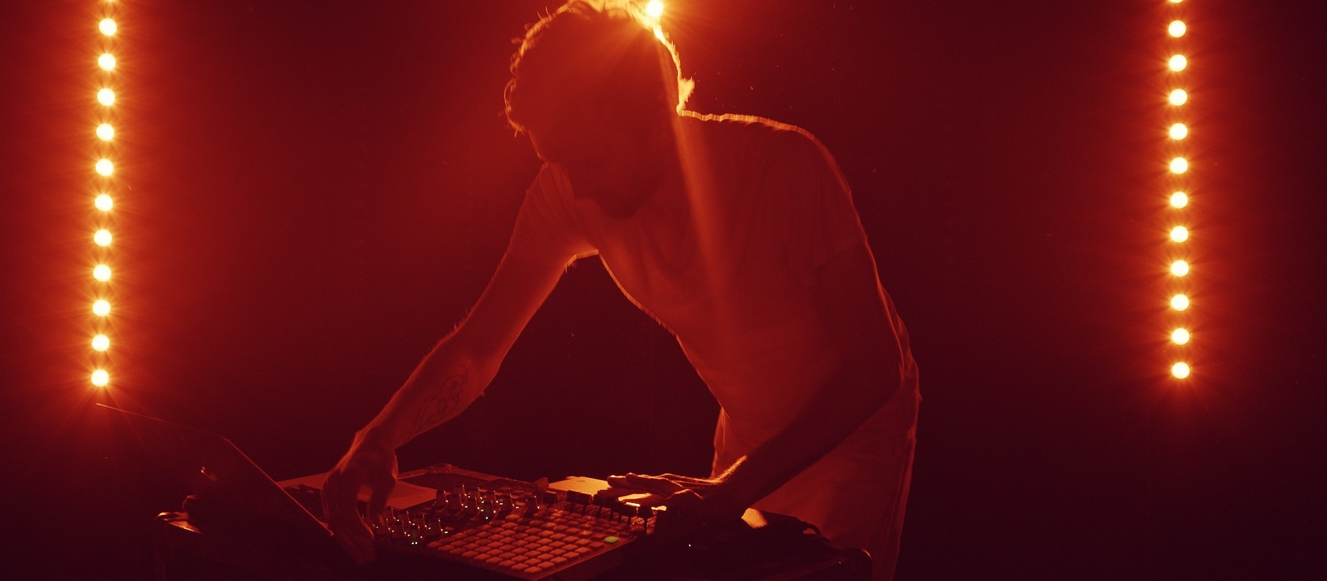 """VIDEO REVIEW: Sylvan Esso """"Play It Right"""""""