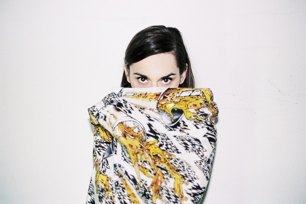 "TRACK REVIEW: Yelle ""Bouquet Final"""