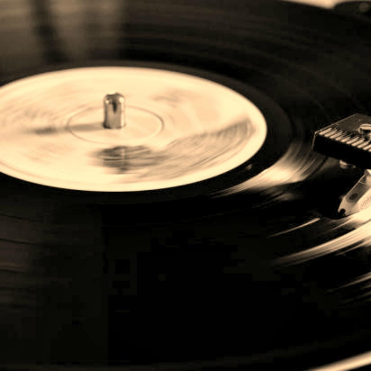NEWS ROUNDUP: New Singles, Bob Dylan, & Mitski