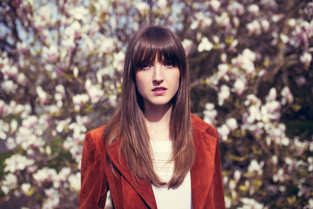 """PLAYING SEATTLE: Fall in Love with Lizzie Weber's Latest Single, """"When You Look At Me"""""""