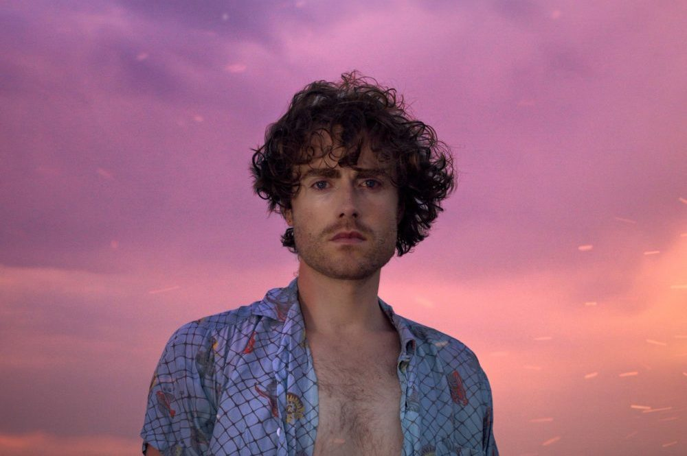"""PREMIERE: Alekxandr Relives a Magical Encounter with """"Fireflies in Brooklyn"""""""